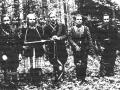 Žalpių apylinkėse veikusio būrio partizanai (iš kairės): Stasys Milkintas, jo žmona Elena Šetkutė, Vincas Rutkauskas ir 1951 m. kovo 28 d. mūšyje ant Žalpės kranto žuvę Steponas Šležas ir Juozapas Milkintas