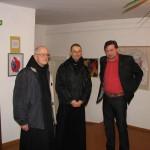 Parodos atidarymo akimirka. Iš kairės į dešinę prioras Herve de Broc, Tėvas Mykolas (Michel Morlet), dailininkas Kornelijus Užuotas