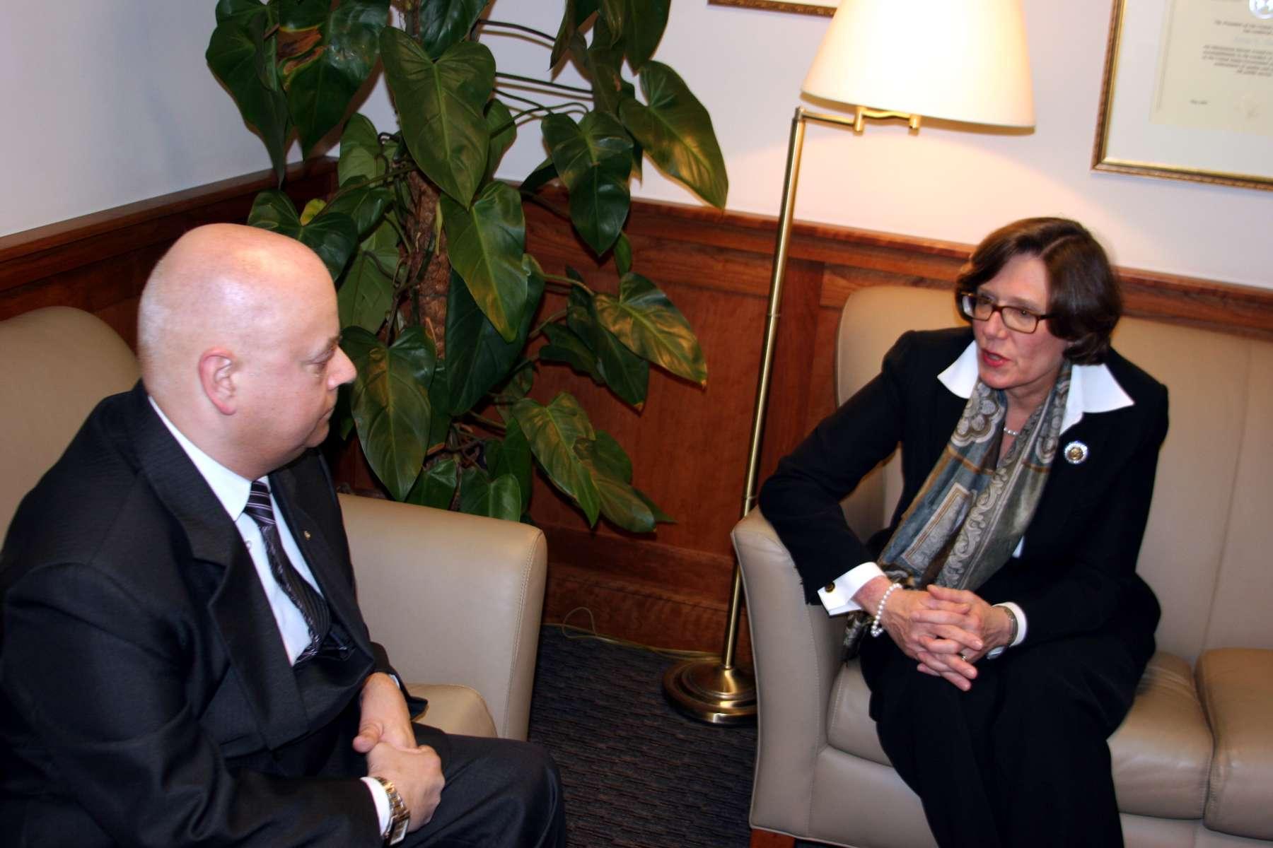 "Su JAV ambasadore Lietuvoje Anna Elizabeth Derse kalbasi ""Bičiulio"" žurnalistas Alvydas Geštautas"