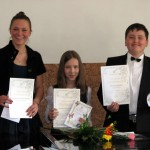 Laureatai iš kairės į dešinę: K. Žalandauskaitė, D. Kybartaitė ir T. Suveizdis