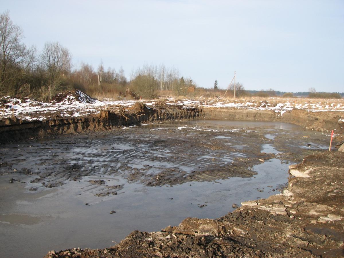 Iš-buvusios-naftos-bazės-Tytuvėnuose-jau-išvežtas-užterštas-gruntas